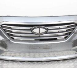 Оригинальный передний бампер на Соната ЕФ 2011-14 серебристый