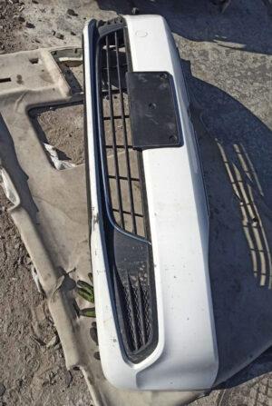 Передний бампер Volkswagen Jetta 6 в сборе белый