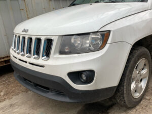 Бампер передний Jeep Compass 2011-2016 белый