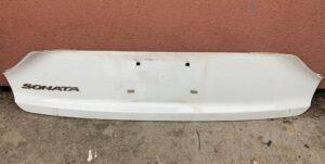 Белая накладка для крышки багажника Соната ЛФ