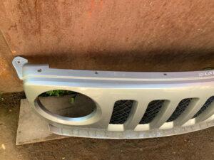 Решетка радиатора бампера Jeep Patriot 2010-17 USA серая
