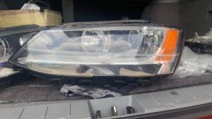 Фара левая Volkswagen Jetta 6 с дефектом