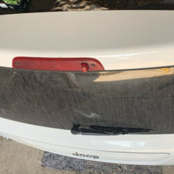 Спойлер крышки багажника Jeep Compass 2010-16 белый