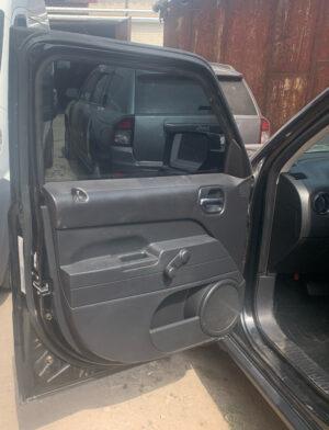 Передняя левая дверь Jeep Patriot 2010-16 чёрная PX8