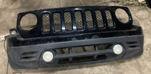 Бампер передний Jeep Patriot 2010-16 чёрный USA