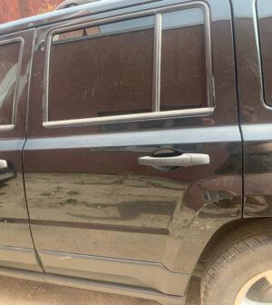 Задняя левая дверь Jeep Patriot 2010-16 чёрная PX8