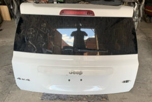 Крышка багажника Jeep Compass 2010-17 белая 47400 миль