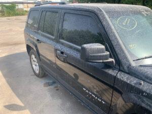 Задняя правая дверь Jeep Patriot 2010-16 чёрная PX8