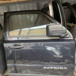 Дверь передняя правая Jeep Patriot 2010-17 USA серо-синяя