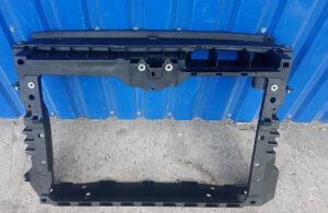 Телевизор передняя панель радиатора VW Passat B7 2.0 TDI 2010-16