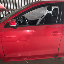 Передняя левая дверь водительская Volkswagen Jetta 6 2010-17 красная