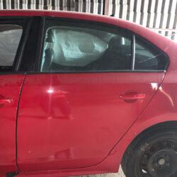 Задняя левая дверь пассажирская Volkswagen Jetta 6 2010-17 красная
